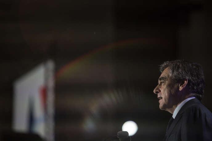 François Fillon lors d'uneréunion publique à Biarritz, le 24 mars.