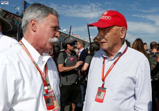 Le patron de la F1, Chase Carey, visiblement sur la même longueur d'onde que l'ancien champion et directeur conseil de Mercedes F1 Niki Lauda, dimanche 26 mars à Melbourne (Australie).