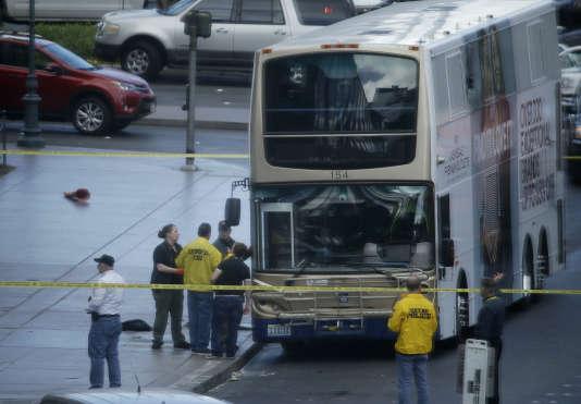 Les enquêteurs de la police de Las Vegas sur les lieux de la fusillade survenue samedi 25 mars.