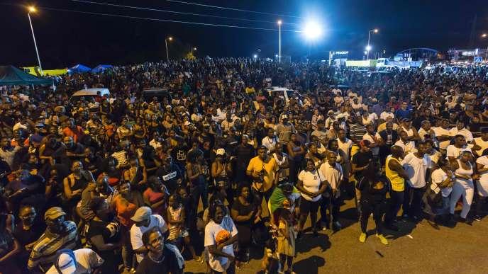 Des milliers de personnes, le 25 mars près de Cayenne.