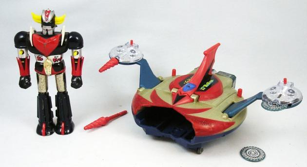 Conçus par Bandai au Japon et distribués par Popy en France, les jouets Goldorak préfigurent le début de la déferlante japonaise des années 1980.