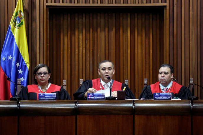 Les juges de la Cour suprême du Venezuela, le 27 mars à Caracas.
