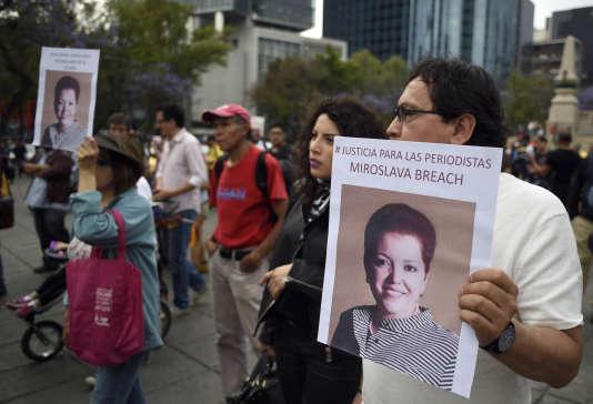 Des manifestants, le 25 mars à Mexico, en mémoire de lajournalisteMiroslava Breach.