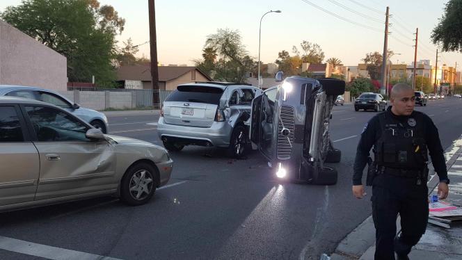 Renversée, une voiture sans conducteur d'Uber. Tempe (Arizona) vendredi 24 mars.