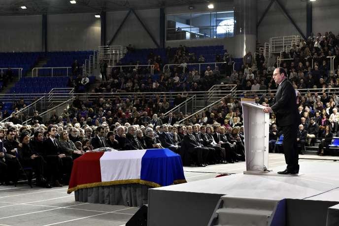 François Hollande rend hommage à Henri Emmanuelli, à Mont-de-Marsan, le 25 mars.