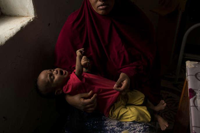 Khadija Mohamed et son fils Mohamed Abdi, originaires d'Ethiopie, le 23 mars à l'hopital de Burao dans le Somaliland.