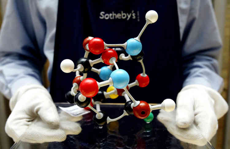 «Molecular Structure» (1997), présentée lors d'une vente chezSotheby's à Londres, le 14 octobre 2004.