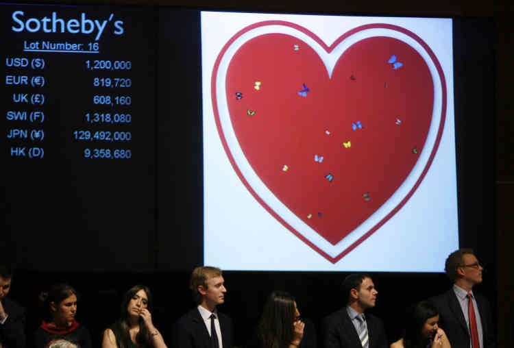 L'adjudication de « All You Need Is Love » (2006) de Damien Hirst lors d'une vente chez Sotheby's. La vente était destinée au traitement du sida en Afrique, à New York en février 2008.