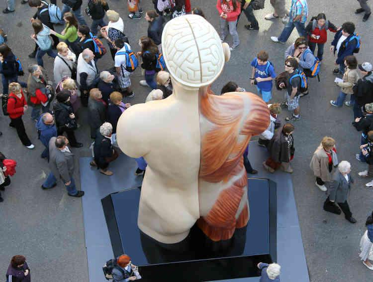 «Hymn» (1999-2005), sculpture en bronze présentéelors de l'exposition«Cornucopia», qui célébrait le 100e anniversaire du Musée océanographique de Monaco,le 29 mars 2010.