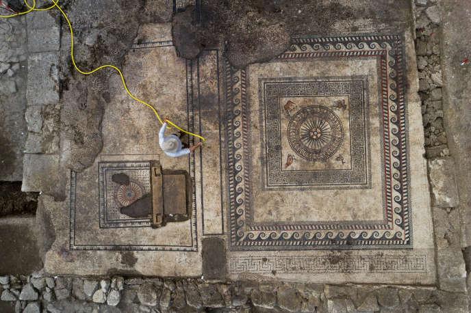 Les deux grandes mosaïques mises au jour à Uzès.