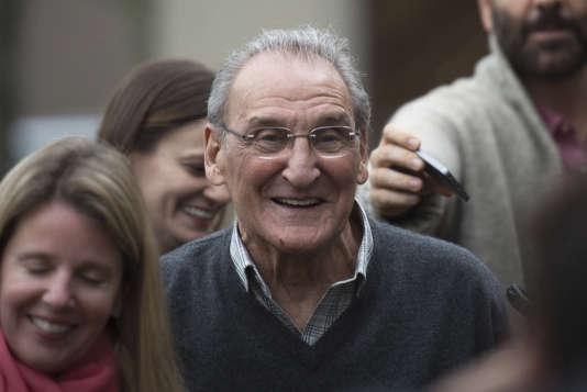 En novembre 2015, Vincent Asaro sort du tribunal fédéral de Brooklyn après avoir été acquitté dans le dossier du braquage de la Lufthansa en 1978.