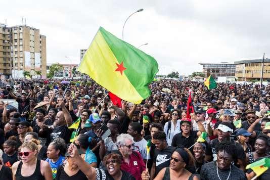 Environ 10 000 personnes ont manifesté à Cayenne, mardi 28 mars.