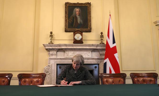 Le cabinet de Theresa May a immortalisé ce moment symbolique.