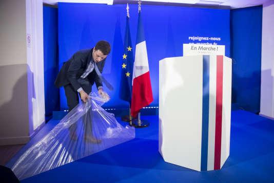 Conférence de presse d'Emmanuel Macron à son QG du 15e arrondissement de Paris, le 28 mars 2017 .