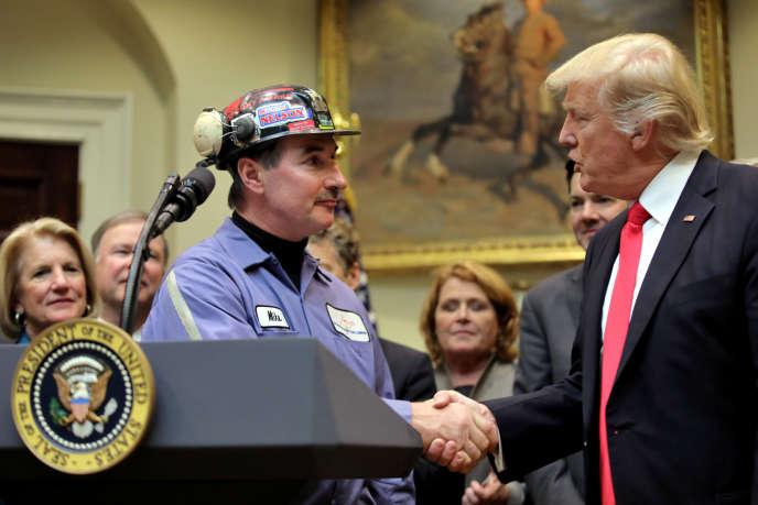 Durant sa campagne, Donald Trump a fait miroiter des emplois aux régions minières sinistrées.