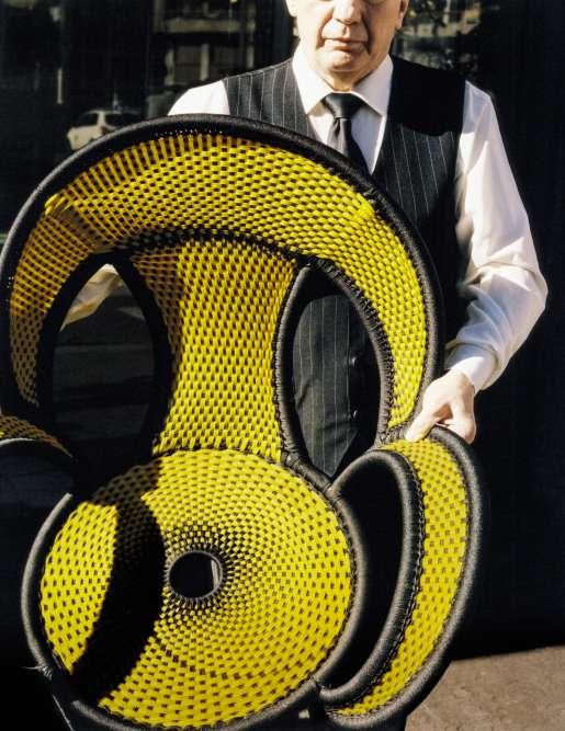 Chaise Banjooli, structure en acier verni, assise et dossier en fils de polyéthylène tressés, design Sebastian Herkner, Moroso.