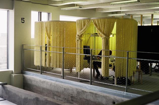 Espace de confidentialité dans les locaux de l'agence de publicité de BETC à Pantin (Seine-Saint-Denis) (F1, série des Units, Jean-Benoît Vétillard Architecte, DA : TAP Work Unit).