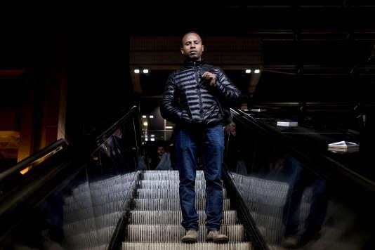 Merhawi, dans le metro à la Part-dieu, à Lyon, après son rendez-vous à l'office français de protection des réfugiés et apatrides pour sa demande d'asile, le 28 mars.