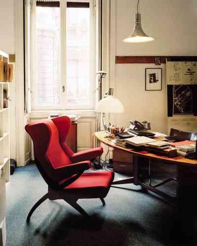 Dans les locaux de la Fondation, ouverte sur rendez-vous, se trouve le cabinet d'architecture Studio Albini où travaillent le fils et le petit-fils du designer néo-rationaliste (1905-1977). Le fauteuil Fiorenza de Franco Albini ;dans la salle d'exposition de la Fondation, Albini -collaborait souvent avec des artisans et travaillait notamment le rotin. Diplômé de l'école polytechnique, il a démarré sa carrière avec Gio Ponti. Parmi ses faits de gloire, l'aménagement de la ligne 1 du métro milanais pour laquelle il a obtenu le prix -Compasso d'Oro en 1964. www.fondazionefrancoalbini.com