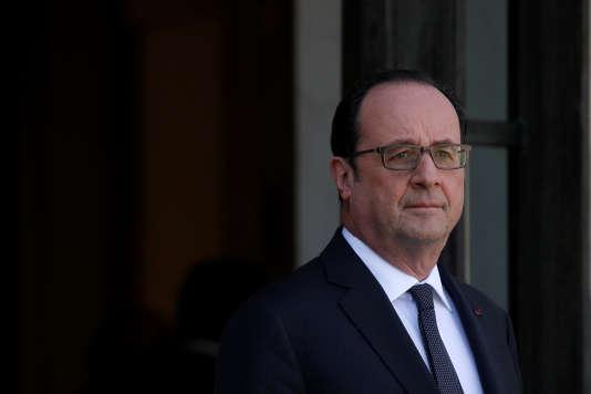 François Hollande, sur le perron de l'Elysée, le 30 mars 2017.