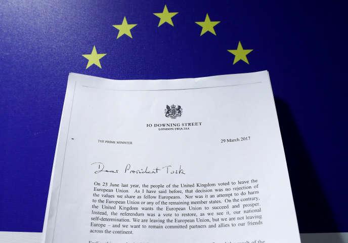 Une copie de la lettre signée par Theresa May.