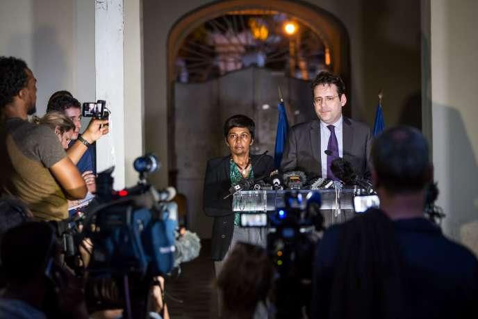 Les ministres Matthias Fekl et Ericka Bareigts ont livré un bref discours à leur arrivée à Cayenne.
