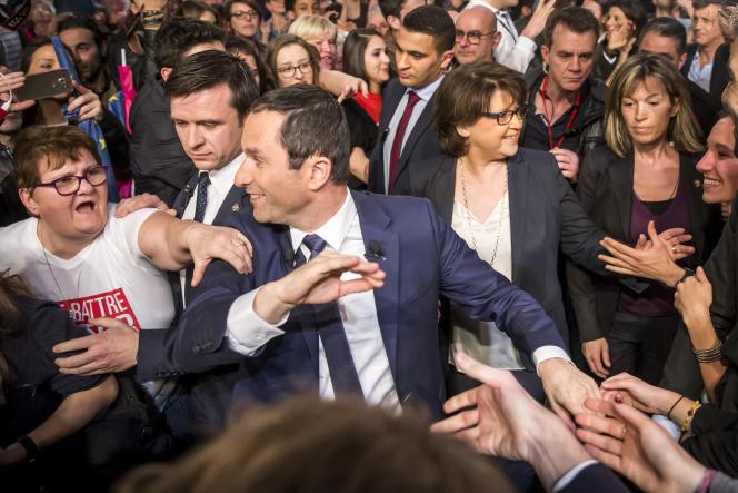 Benoît Hamon, candidat PS à la présidentielle, à un meeting de campagne au Palais des sports Saint-Sauveur à Lille, le 29 mars.