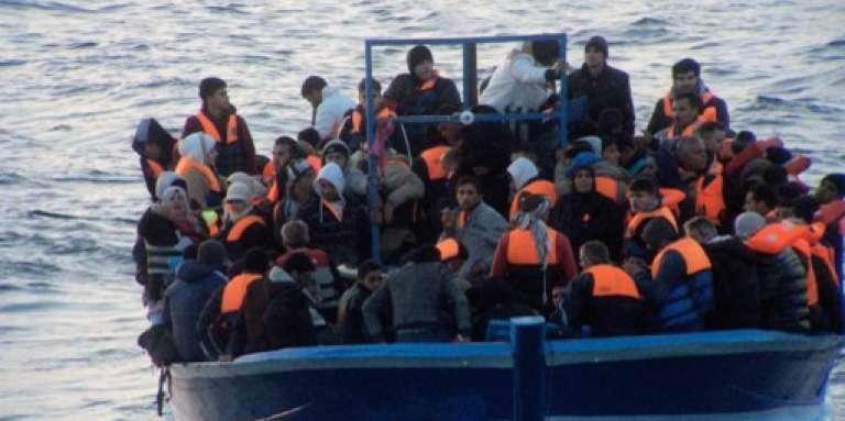 Un bateau de migrants près de l'île italienne de Lampedusa, en mars 2014.