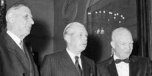Charles de Gaulle, le premier ministre britannique Harold Macmillan et le président américain Dwight D. Eisenhower, en 1960 à Paris.