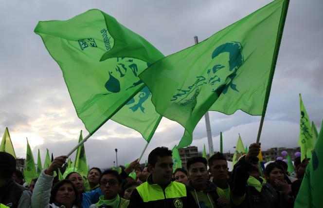Des partisans du candidat de gauche, Lenin Moreno, lors de son dernier meeting, à Quito le 30avril, avant le second tour de la présidentielle, prévu le 2 avril.