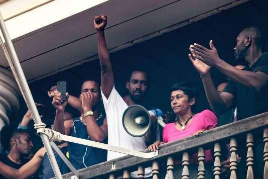 Ericka Bareigts au balcon de la préfecture de Cayenne le 30 mars.