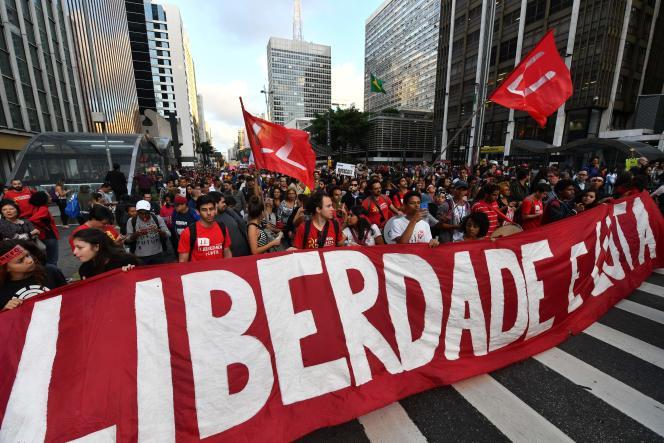 Des manifestants se sont mobilisés à Sao Paulo, au Brésil, vendredi31 mars.