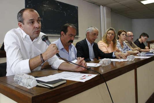 Laurent Berger, secrétaire général de la CFDT s'exprime lors d'une conférence de presse en 2015, à côté de Philippe Martinez, secrétaire général de la CGT.