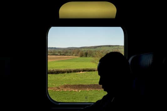 Dans le TGV entre Lyon et Paris, en route pour l'Ofpra.
