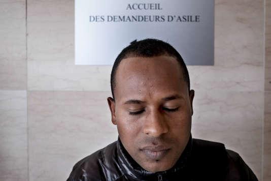 Merhawi, 28 ans, Erythréen, à l'Office français de protection des réfugiés et apatrides pour sa demande d'asile à Fontenay-sous-Bois, le 28mars 2017.