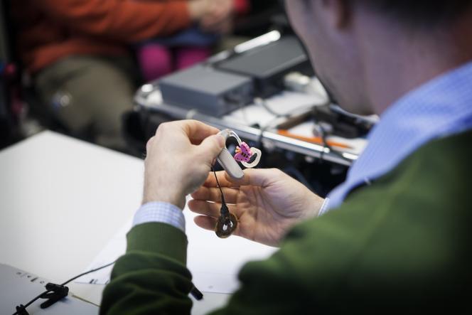 Destinés aux surdités sévères à profondes, 45000 implants cochléaires sont posés dans le monde chaque année. 