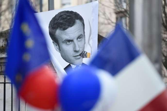 Manifestation contre Emmanuel Macron, le 1er avril 2017, à Marseille.