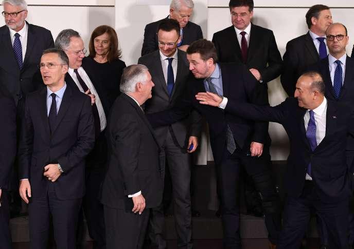 Jens Stoltenberg, Rex Tillerson et Mevlut Cavusoglu, le 31 mars à Bruxelles.