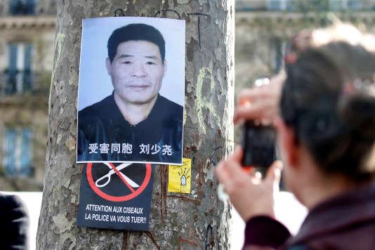 Un poster de Shaoyao Liu lors d'une manifestation, le 2 avril.