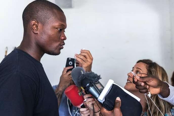 Mickaël Mancée, un des porte-parole des « 500 frères», s'adresse à la presse à Cayenne, le 1er avril.