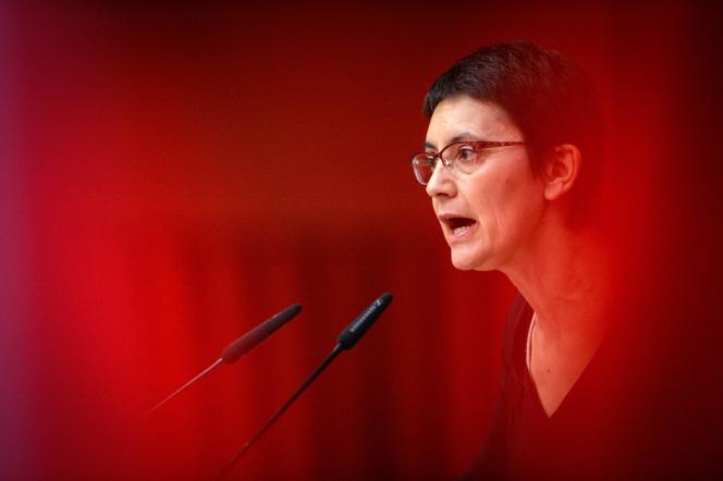 Nathalie Arthaud, lors d'un meeting, le 2 avril, à Strasbourg.