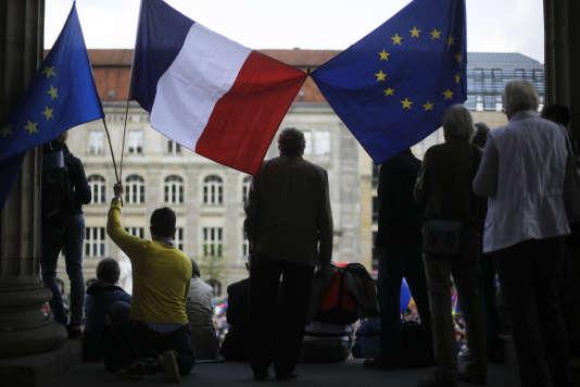 Drapeaux français et européens, à Berlin, le 2avril.