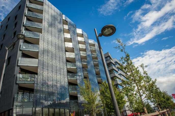 Hikari, îlot urbain à énergie positive, dans le quartier de Confluence à Lyon. Les bureaux et appartements y sont équipés d'un système permettant à leurs occupants de suivre en détail leur consommation énergétique.