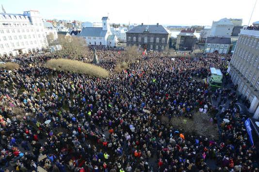 Les manifestations des Islandais à Reykjavik qui ont conduit à la démission du premier ministre Sigmundur David Gunnlaugsson, en avril2016, après les révélations des «Panama papers» sur sa société offshore.