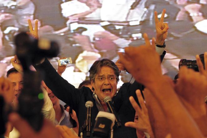 Se basant sur un sondage effectué à la sortie des urnes, Guillermo Lasso a prononcé un étonnant discours de victoire dès 17heures dimanche. C'est en réalité son opposant qui remportera le scrutin selon les résultats officiels.