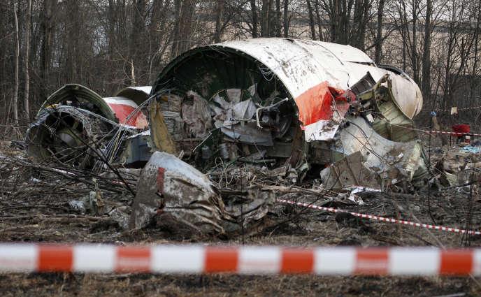 L'épave de l'avion présidentiel polonais, à Smolensk, le 11 avril 2011.