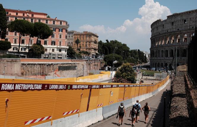 Le chantier de la ligne C du métro de Rome, à proximité du Colisée, le 15 juillet 2015.