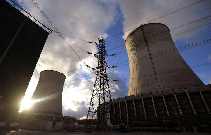La centrale de Cattenom (Moselle) actuellement en chantier pour prolonger sa durée de vie jusqu'en 2025.