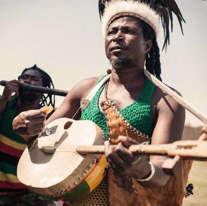 Le chanteur ghanéen King Ayisoba sera en concert à La Marbrerie, à Montreuil (Seine-Saint-Denis), le 4 avril, pour présenter son nouvel album, «1000 Can Die».