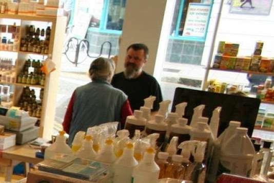 Stojan Jankovic, employé au magasin bio Earth Natural Food à Kentish Town, au nord de Londres.